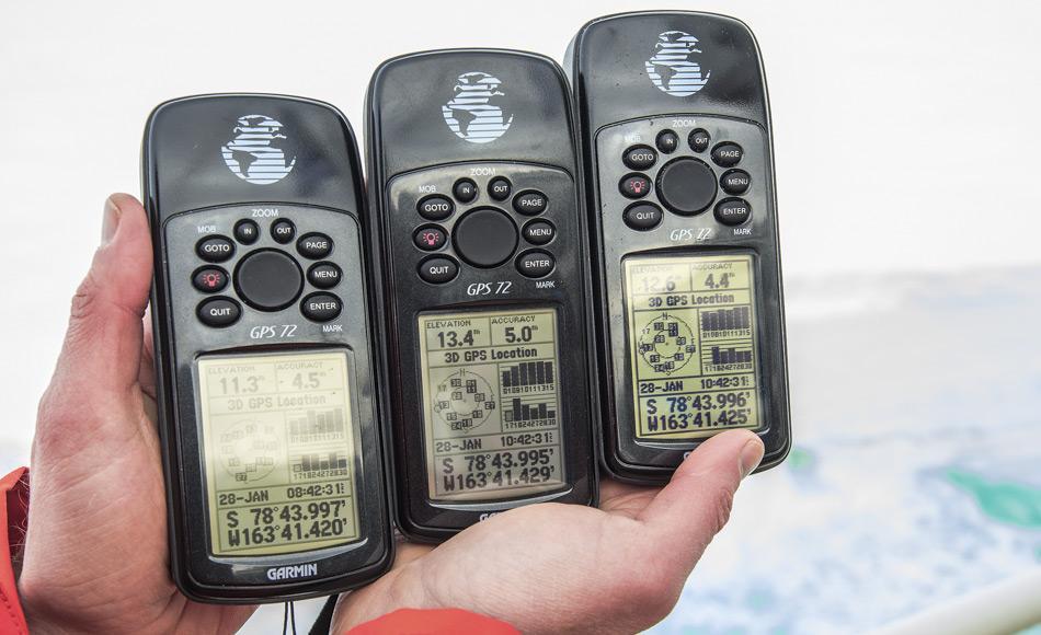 Die offiziellen GPS Geräte messen die erreichte südlichste Position der The World in der Bucht der Wale in der Antarktis. (Foto: Rob Suisted / MV The World / EYOS Expeditionen)