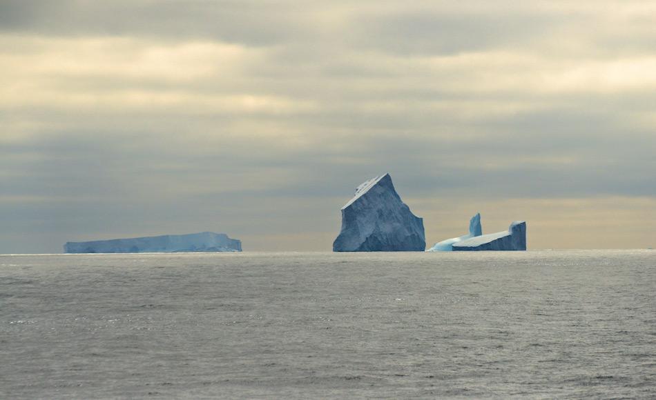 Die Amundsensee zwischen der antarktischen Halbinsel und dem Rossmeer ist ein riesiges offenes Gebiet, in der unzählige Eisberge treiben. Diese stammen ursprünglich vom westantarktischen Eispanzer und den Gletschern. Bild: Michael Wenger