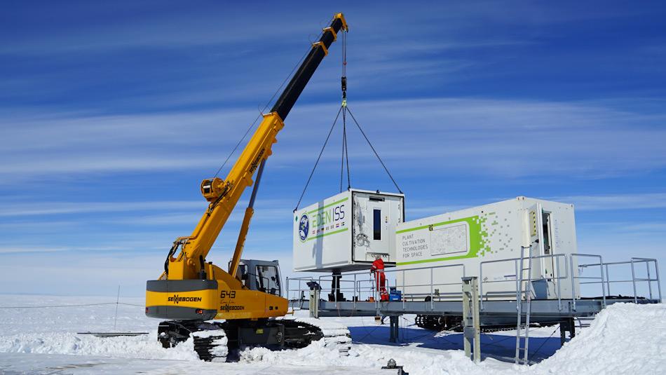 Das Gewächshaus besteht aus Containern, die zusammengefügt worden sind. Verantwortlich für das Projekt ist das Deutsche Zentrum für Luft- und Raumfahrt DLR. Bild: DLR