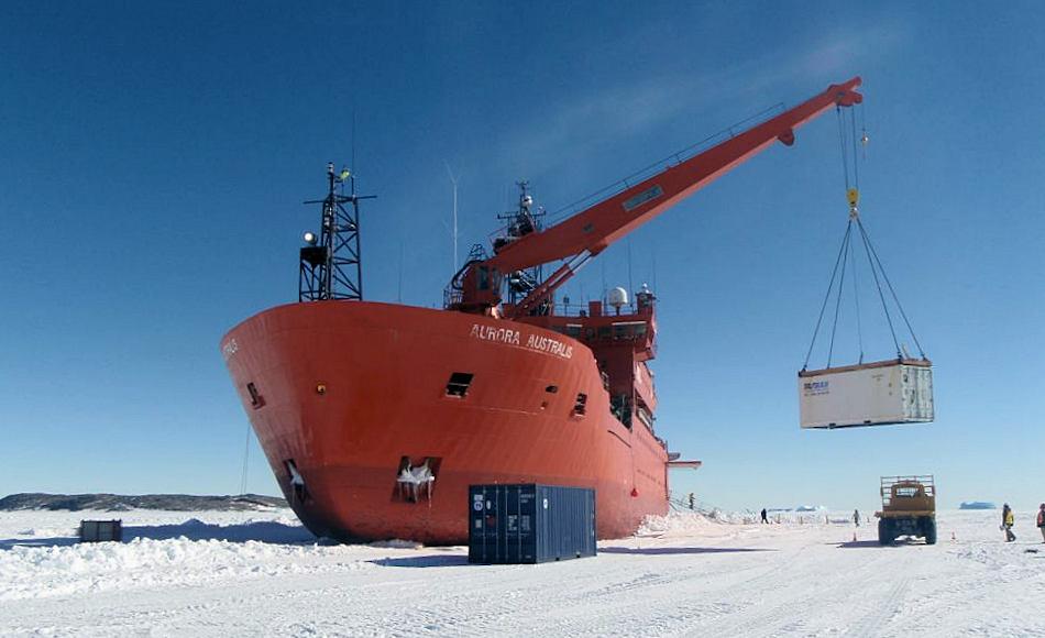 Der australische Eisbrecher Aurora Australis wird schon seit vielen Jahren für alle Aufgaben in der Antarktis verwendet. Der Nachfolger, die Nuyina wird zurzeit fertigstellt und soll ab 2020 die Aurora ablösen. Bild: AAD