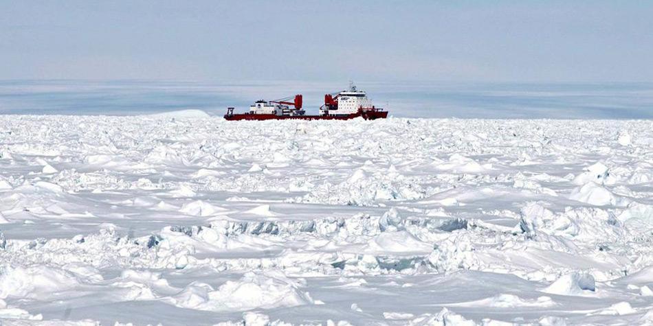 Der Chinesische Eisbrecher «Xue Long» war als erster zur Stelle, konnte sich der «MV Akademik Shokalskiy» aber nur bis auf 10 Seemeilen nähern.
