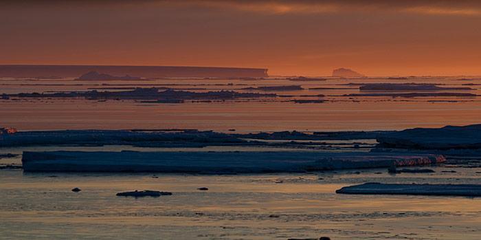 Herrliche Lichtstimmung im Eis der Weddell Sea.