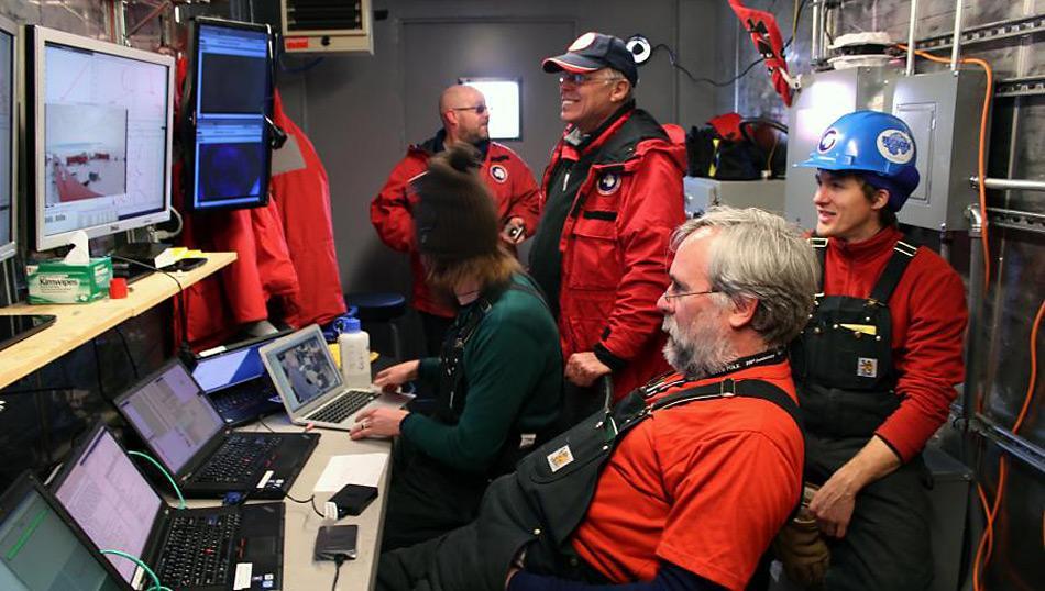 Die vom NIU Science Team entwickelten Zentrale und Labors erfassen beim Einsatz im subglazialen Whillans See und der Probenahme von Sedimenten Echtzeit-Daten.
