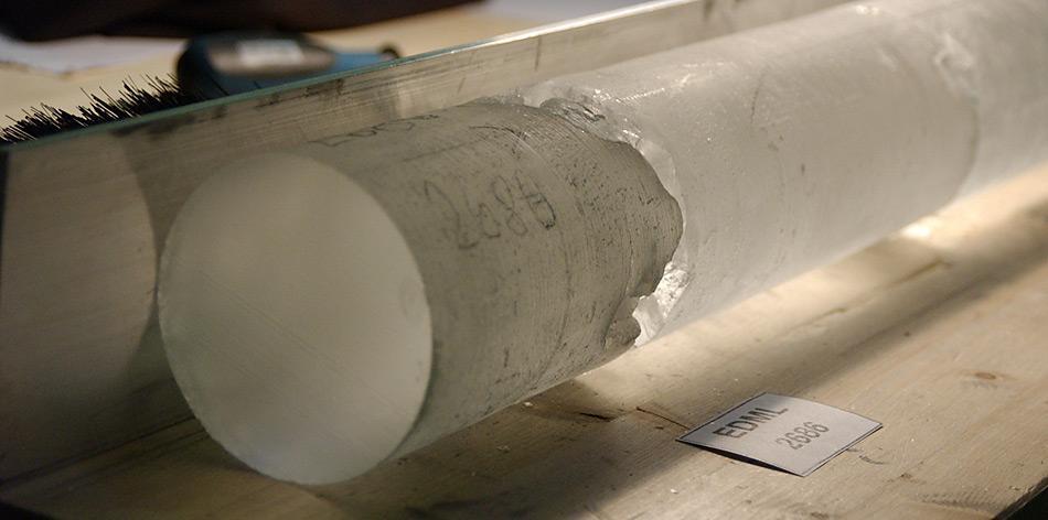 Eiskerne speichern das Klima der Vergangenheit. Das European Project of Ice Coring in Antarctica (EPICA) hat zum Ziel Eiskerne im Dronning Maud Land zu bergen. Foto: Hubertus Fischer