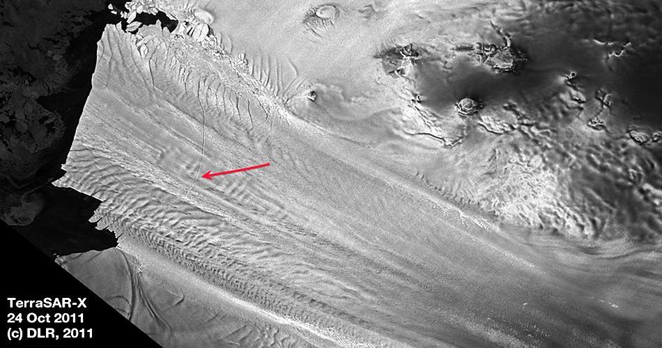 Bereits im Oktober 2011 entdeckte die NASA den Riss im Gletscher.