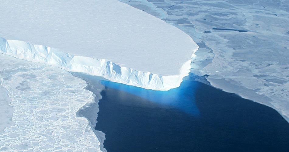 Der Eisberg B31 ist im November 2013 vom Pine Island Gletscher abgebrochen und treibt nun in Richtung Norden.