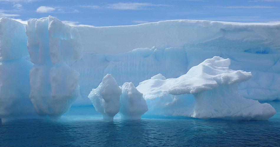 Etwa 85% eines Eisberges sind unter Wasser und 15% darüber. Beim Eisberg B31 mit einer Dicke von 500 Meter befinden sich ca. 75 Meter über Wasser und 425 Meter im Wasser.