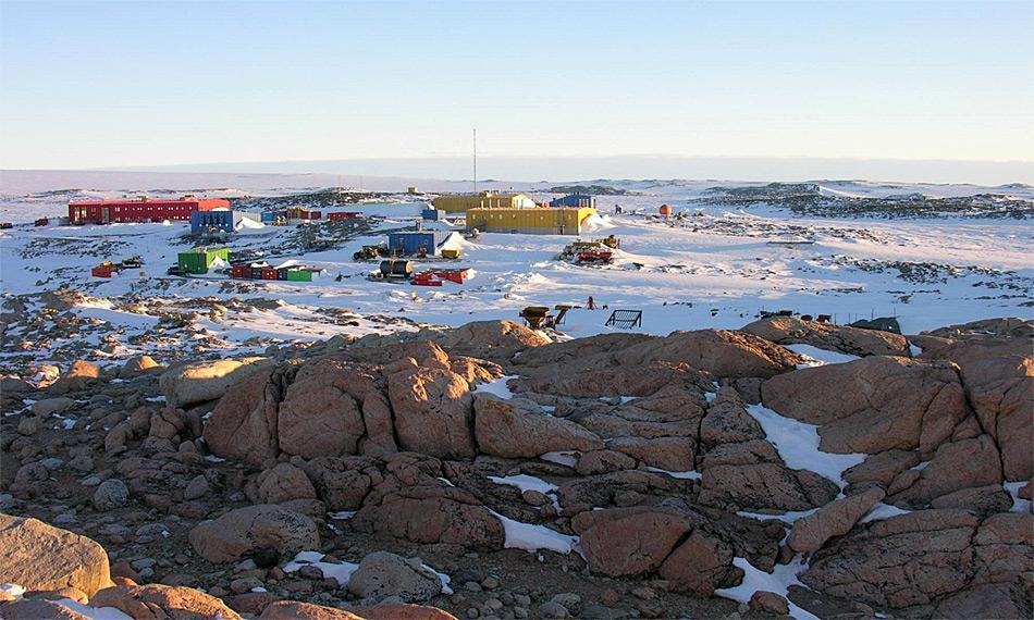 Die Station Casey (66° 17' S, 110° 32' E) ist eine von drei australischen Stationen in der Ostantarktis. Die beiden anderen sind Mawson und Davis. Photo: Katja Riedel