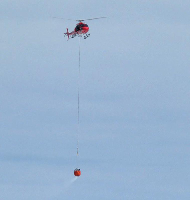 Der Bambikessel der sonst für Feuerbekämpfung genutzt wird, fast rund 720 Liter Wasser. (Photo: Andrew Davidson)