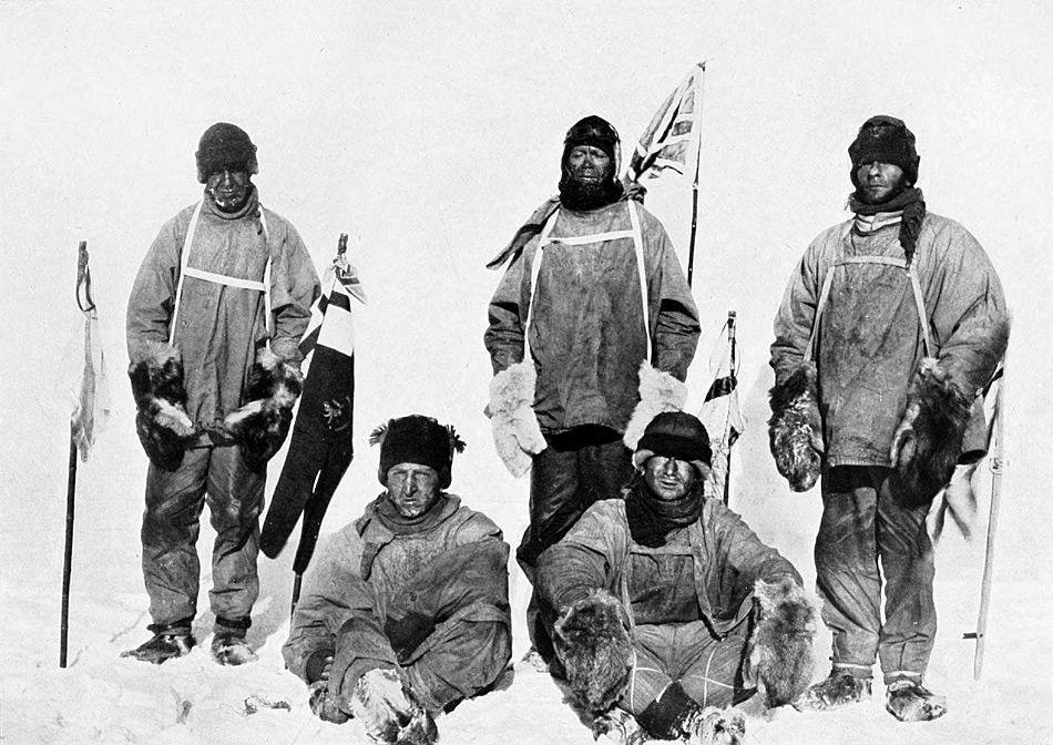 Scott und seine vier Kameraden erreichten den Südpol fast einen Monat nach Amundsen. Die Enttäuschung ist offensichtlich in ihren Gesichtern zu lesen.
