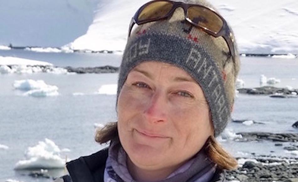 Dr. Kim Crosbie, die IAATO-Geschäftsführerin, hat seit 1991 in und für die polaren Regionen gearbeitet und sich für einen sicheren umweltverträglichen Tourismus in Antarktika eingesetzt.
