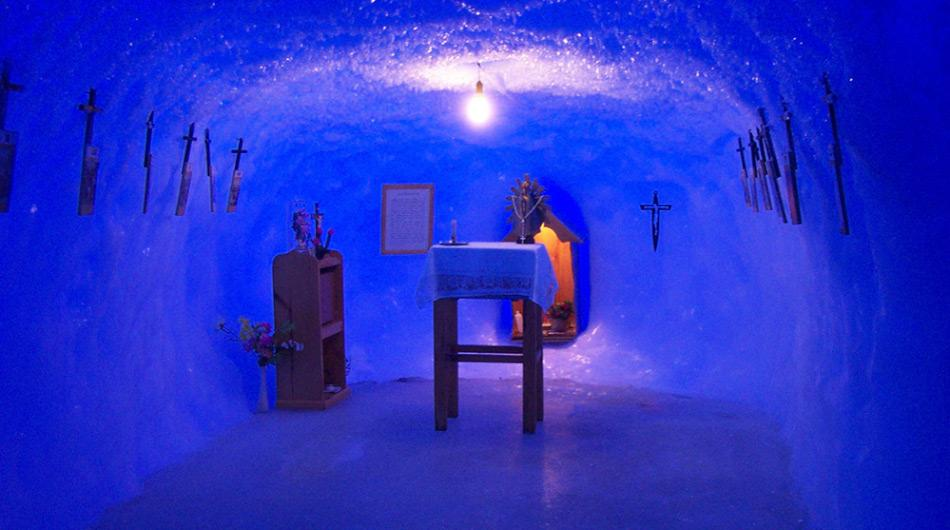 In der Eishöhle der Kapelle in Belgrano sind die Stationen des Kreuzes von Frostkristallen umrahmt. (Foto: histarmar.com.ar)