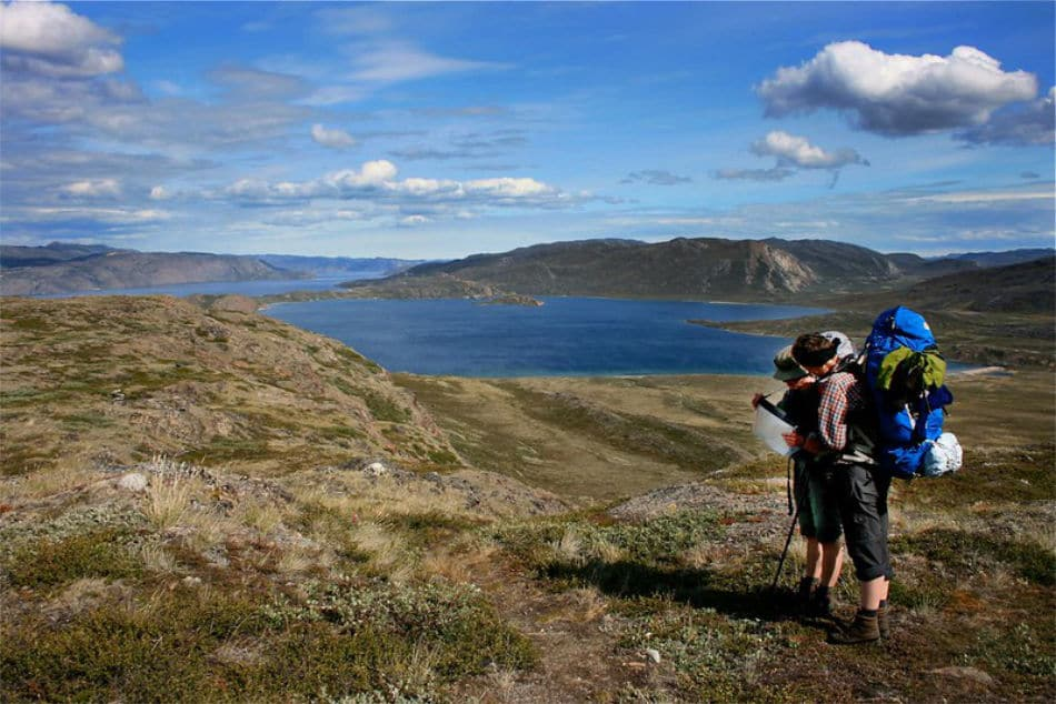Wanderer geniessen die wilde Landschaft des Arctic Circle Trails. (Bild: Destination Arctic Circle / CC BY-NC-ND 2.0)