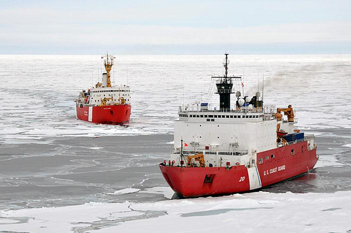 PolarNEWS_20100712_Coast-Guard-Cutter-Healy