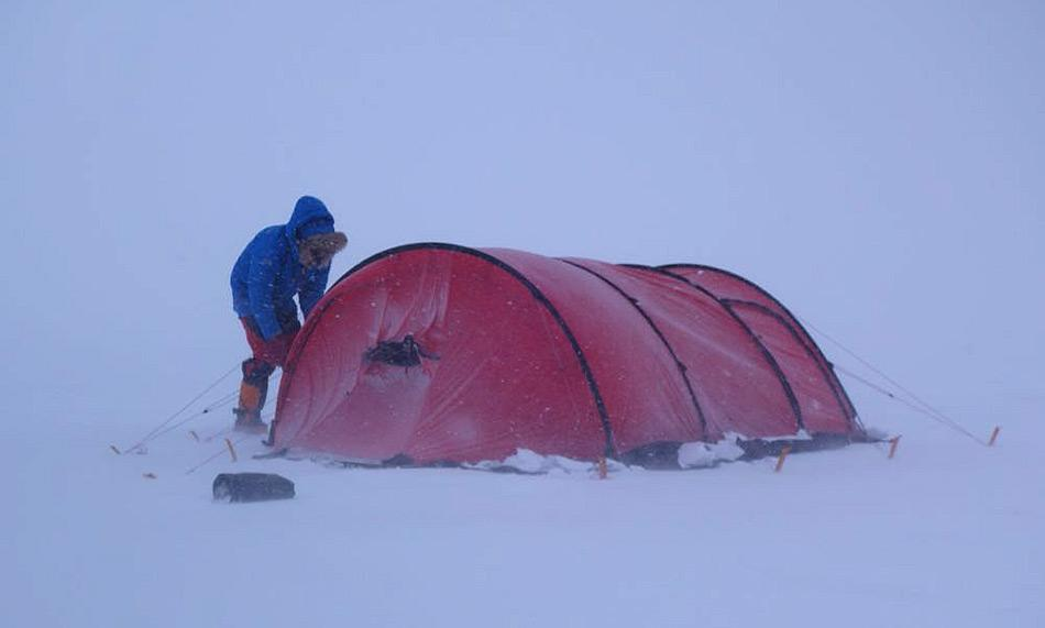Marc und Philip waren sehr erfahrene Polarexperten. Ihr Wissen und ihre Erfahrungen halfen den beiden, auf dem Eis zu campieren während der Expedition. Sie waren sehr gut ausgerüstet und hielten regelmässigen Kontakt aufrecht, auch bei schlechtem Wetter. Foto: Cold Facts