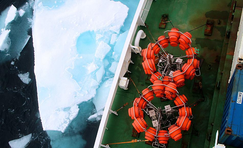 Zwei Tiefsee-Lander, die am HAUSGARTEN-Langzeitobservatorium eingesetzt werden sollen, warten an Bord Polarsterns auf ihren Einsatz. Foto: AWI, Sebastian Menze