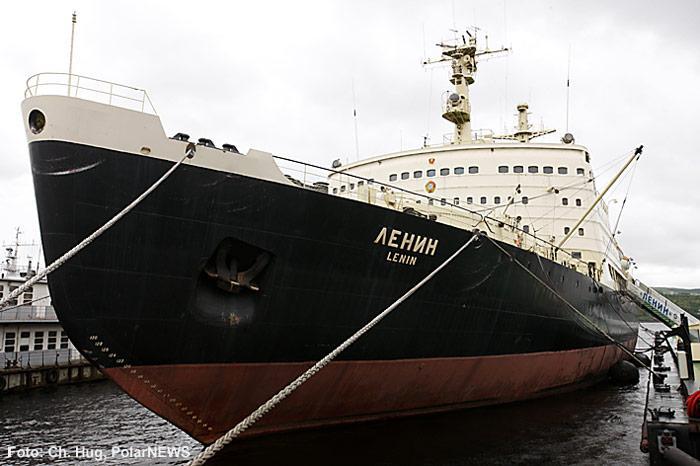 001-Atomeisbrecher-Lenin-am-Pier