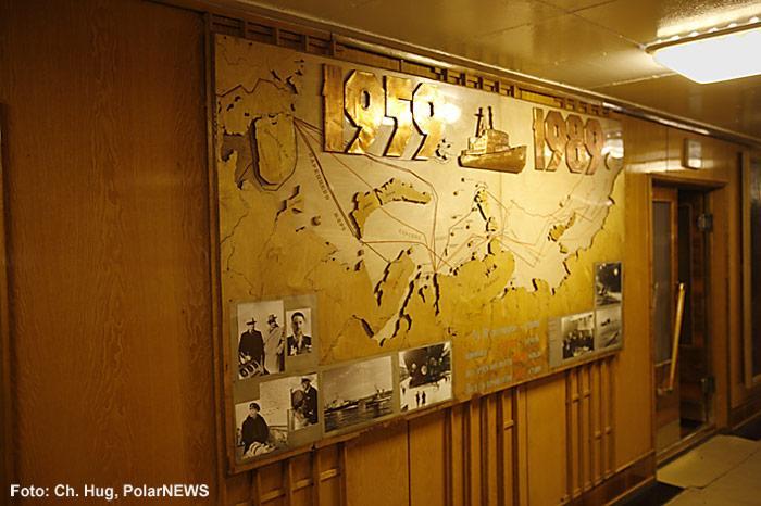 017-Eisbrecher-Lenin-Treppenhaus-Tafel