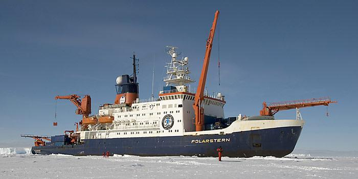 Polarstern_im_Eis