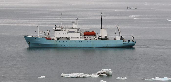 Die «Professor Molchanov» am 24. Juli 2012 vor Anker bei Champ Island, war früher bei Polar-Touristen sehr beliebt. Heute steht das Schiff nur noch für russische Expeditionen zur Verfügung.