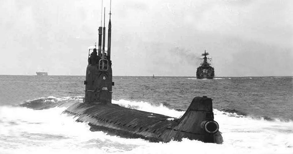 Nachdem bereits in den ersten fünf Jahren immer wieder Probleme mit den Reaktoren aufgetreten waren, gab es am 24. Mai 1968 einen ernsten Unfall. Das Boot wurde nie dekontaminiert und der Reaktor nie repariert. 1980 wurde dann entschieden, den Rumpf mit beiden Reaktoren in der Karasee vor Nowaja Semlja zu versenken.