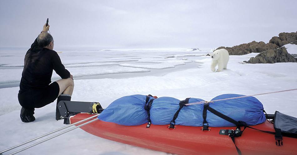 Thomas Ulrich musste bei seiner Franz Josef Land Expedition mehrmals Eisbären durch Schreckschüsse vertreiben.