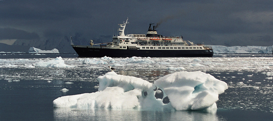 Zu besseren Zeiten fuhr die «Lyubov-Orlova» mit Touristen durch die Gewässer der polaren Regionen.