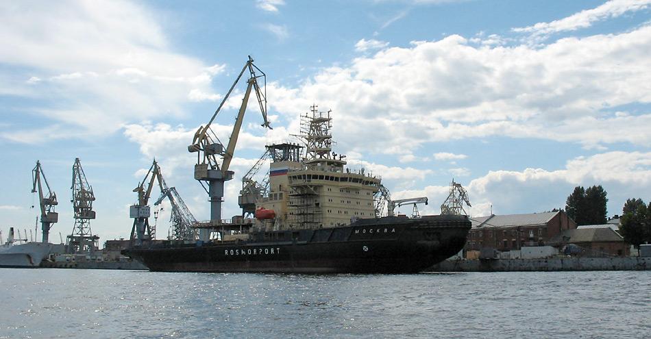 Der Eisbrecher «Moskwa» während dem Bau in der «Baltic Shipyard» in St. Petersburg gehört zur LK-25 Klasse und leistet 34'000 PS.