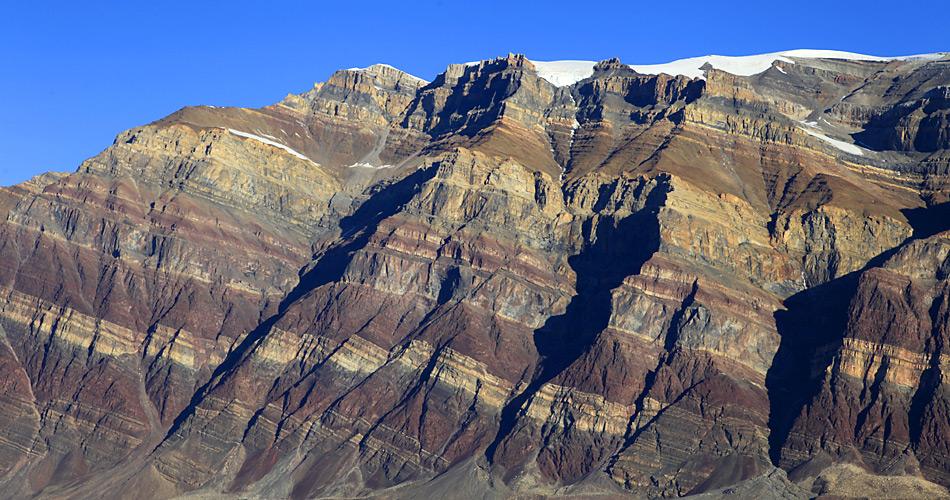 In der Erde und Steine von Grönland werden reiche Bodenschätze vermutet.