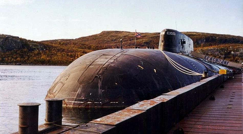 Bei der «Krasnador» handelt es sich um ein Schwesterschiff der «Kursk», die im August 2000 nach zwei Torpedo-Explosionen an Bord mit 118 Mann in der Barentssee gesunken war.