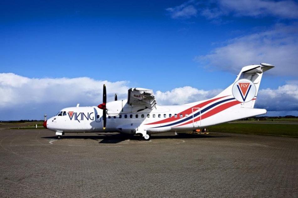 Die Dash 8-103 ist ein in Kanada gebautes Turbopropeller-Flugzeug und wird seit 1984 von Bombardier vertrieben. Seine enorm kurzen Start- und Landefähigkeiten machen die Maschine zu einem perfekten Verkehrsflugzeug für die kleineren Städte in Nordnorwegen wie beispielsweise Alta, Bodø oder Kirkenes. Bild: Ola Giaever