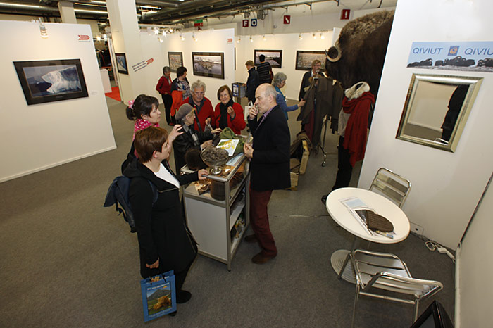Die Besucher waren überrascht was aus der Wolle der Moschusochsen alles gefertigt werden kann.
